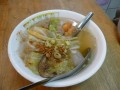 A místní specialita... polévka s... několika těžko identifikovatelnými, ale chutnými objekty.