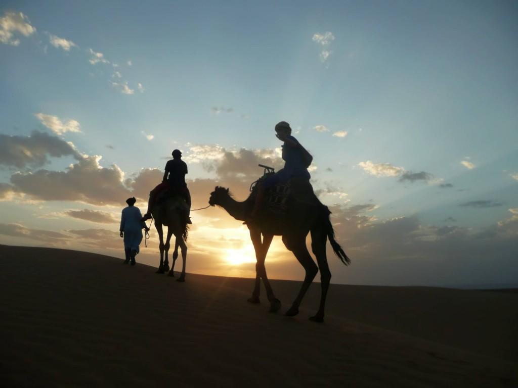 Na velbloudech v dunách Erg Chigaga