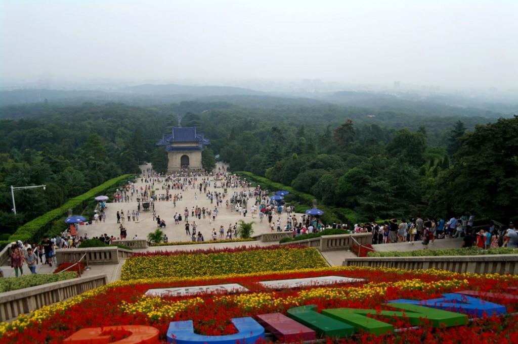 Výhled ze Sun Yatsenovy pamětní síně v Nanjingu