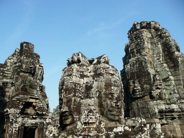 Chrám Bayon ve zřícenině města Angkor Thom v Kambodži