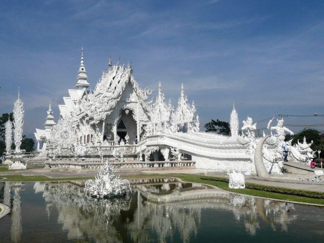 Chrám Wat Rong Khun v severním Thajsku