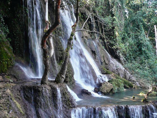 Vodopády Kuang Si v Laosu