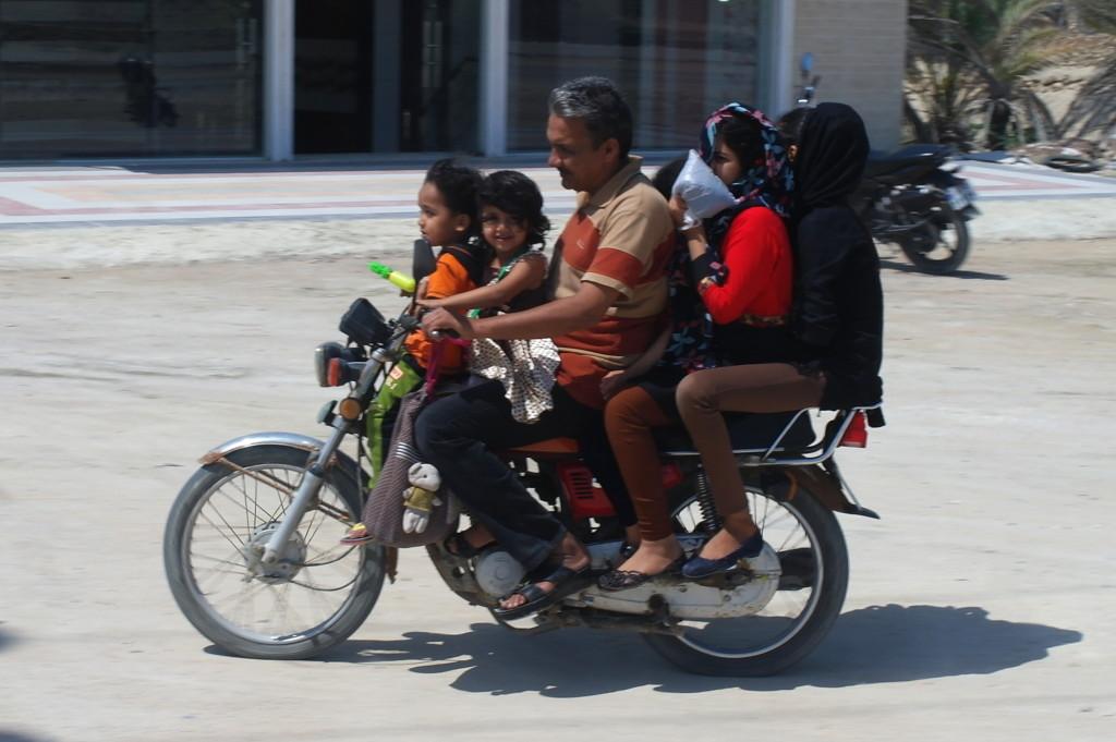 Šestičlenná rodinka na motorce - to je zat� m můj zporozovaný rekord...