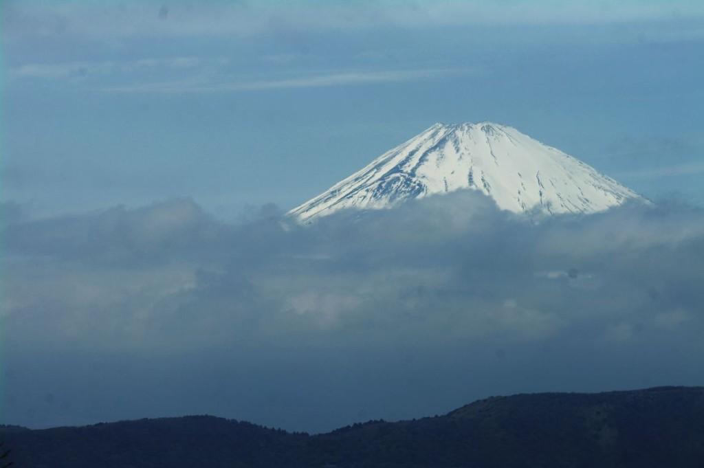 Tentokrát šla z Hakone krásně vidět Fuji. A to je jeden z mých posledn� ch pohledů z tohoto m� sta - krátce poté se oblast zavřela pro zvýšenou sopečnou aktivitu a dodnes (červen 2016) je nepř� stupná.