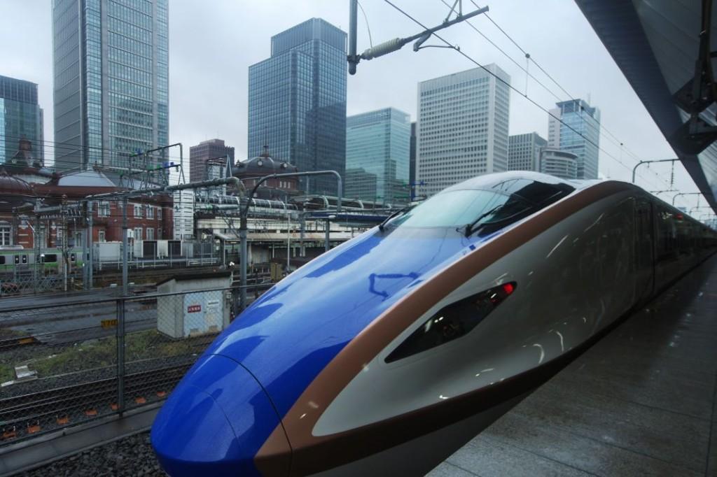 Zcela nové soupravy jezd� c�  na úplně nově otevřené lince shinkansenu do Kanazawy