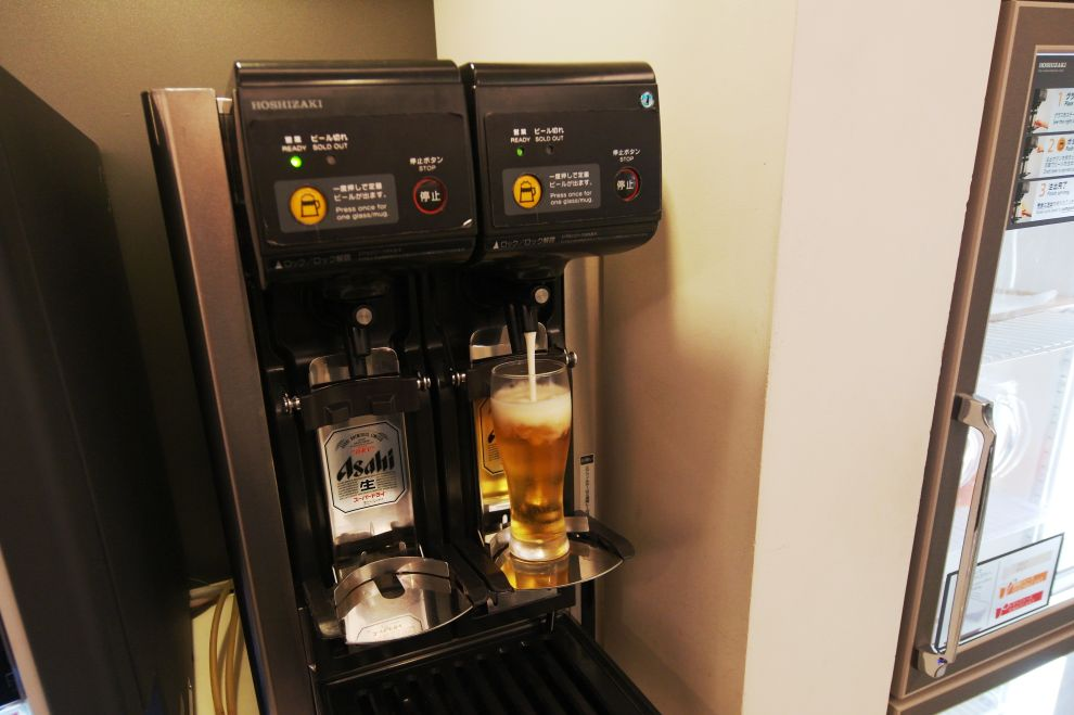 Po práci zasloužené pivo na letišti Kansai...