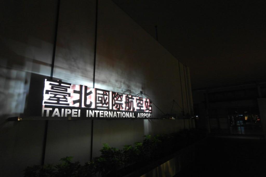 Čekán�  na letišti Songshan v Taipei