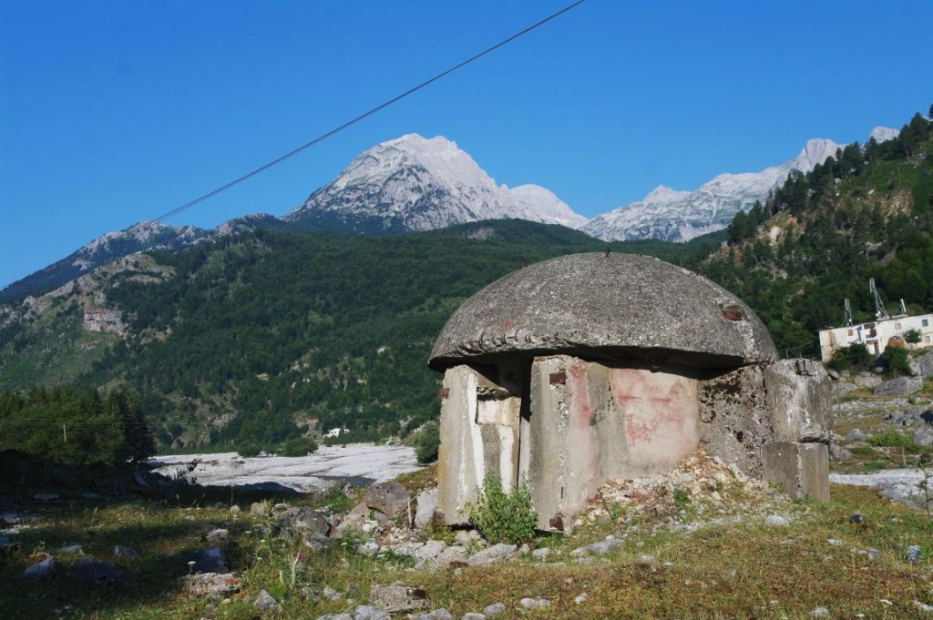 Bunkr, kterých bylo v 80. letech v Albánii postaveno skoro 200 000