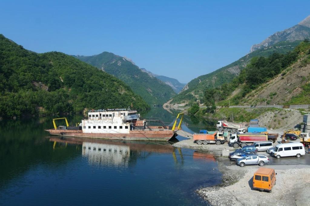 Jezero Komani