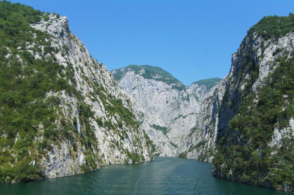 Plavba po jezeře Komani